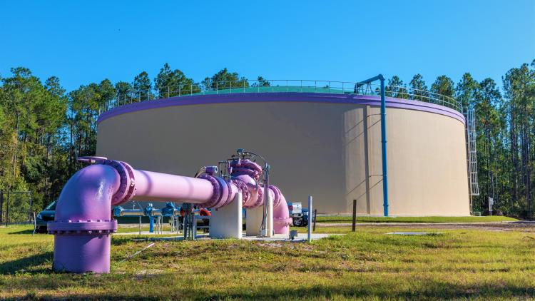 Reclaimed water pipe with storage tank